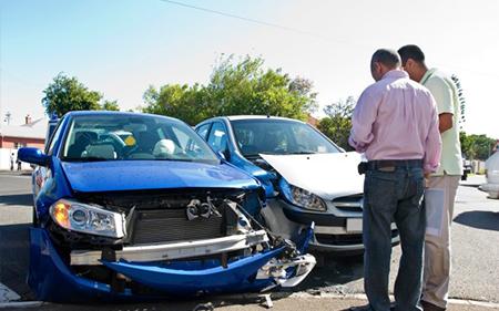 Mức phí bảo hiểm ô tô bắt buộc là bao nhiêu?