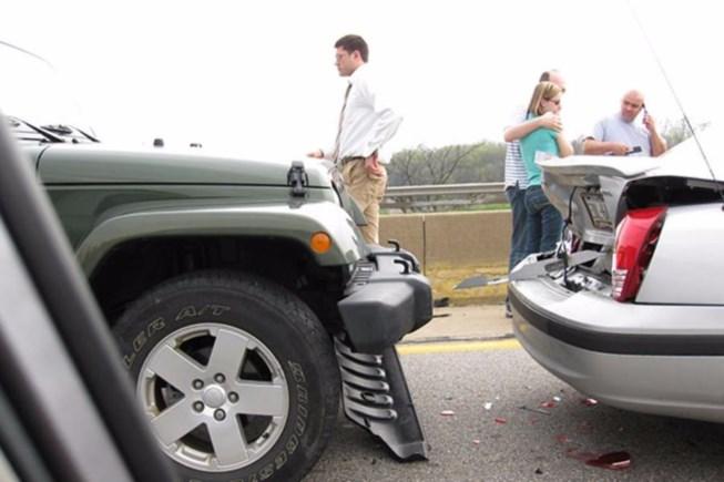 Tai nạn ô tô liên hoàn có được bồi thường bảo hiểm vật chất?