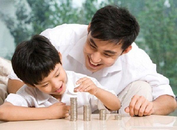 Nên mua bảo hiểm sức khỏe cho bé hay đầu tư tiết kiệm?