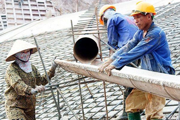 Quyền lợi và phí bảo hiểm tai nạn công nhân xây dựng