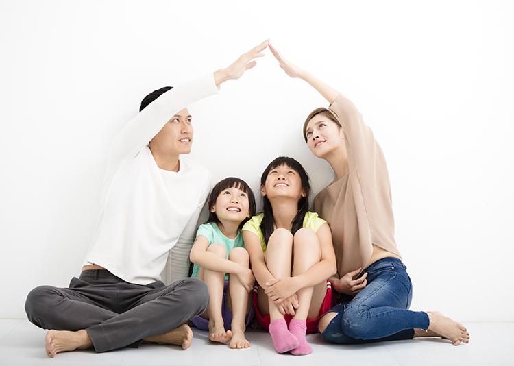 Cha mẹ cần biết gì khi mua bảo hiểm cho bé?