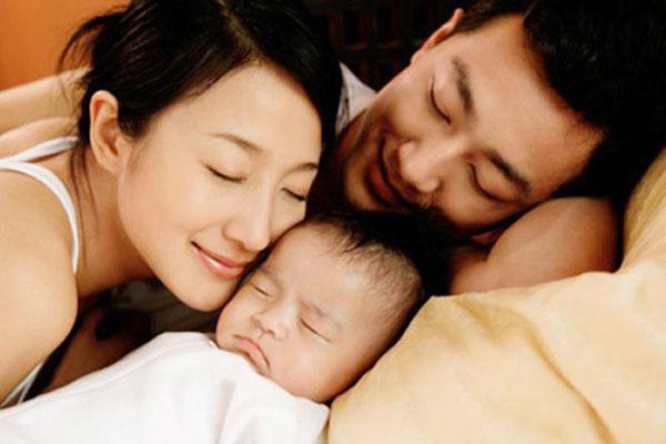 Chế độ của bảo hiểm thai sản cho chồng sau khi vợ sinh con
