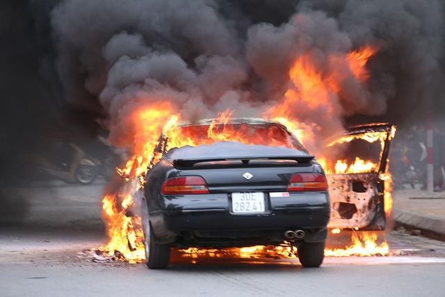 Tìm hiểu quyền lợi khi mua bảo hiểm cháy nổ ô tô