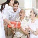 Vì sao nên mua bảo hiểm sức khỏe Bảo Việt cho người già