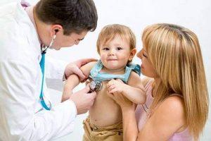 Có hay không mua bảo hiểm sức khỏe cho trẻ dưới 1 tuổi?